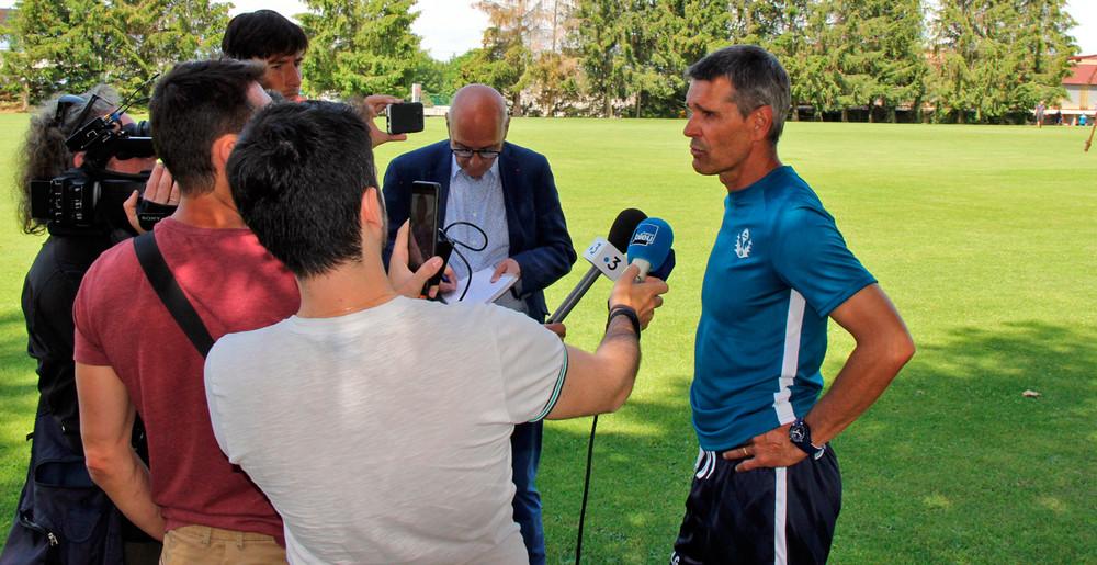 Jean-Louis Garcia face aux journalistes
