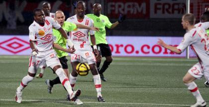 Landry N'Guemo devant Benjamin Nivet