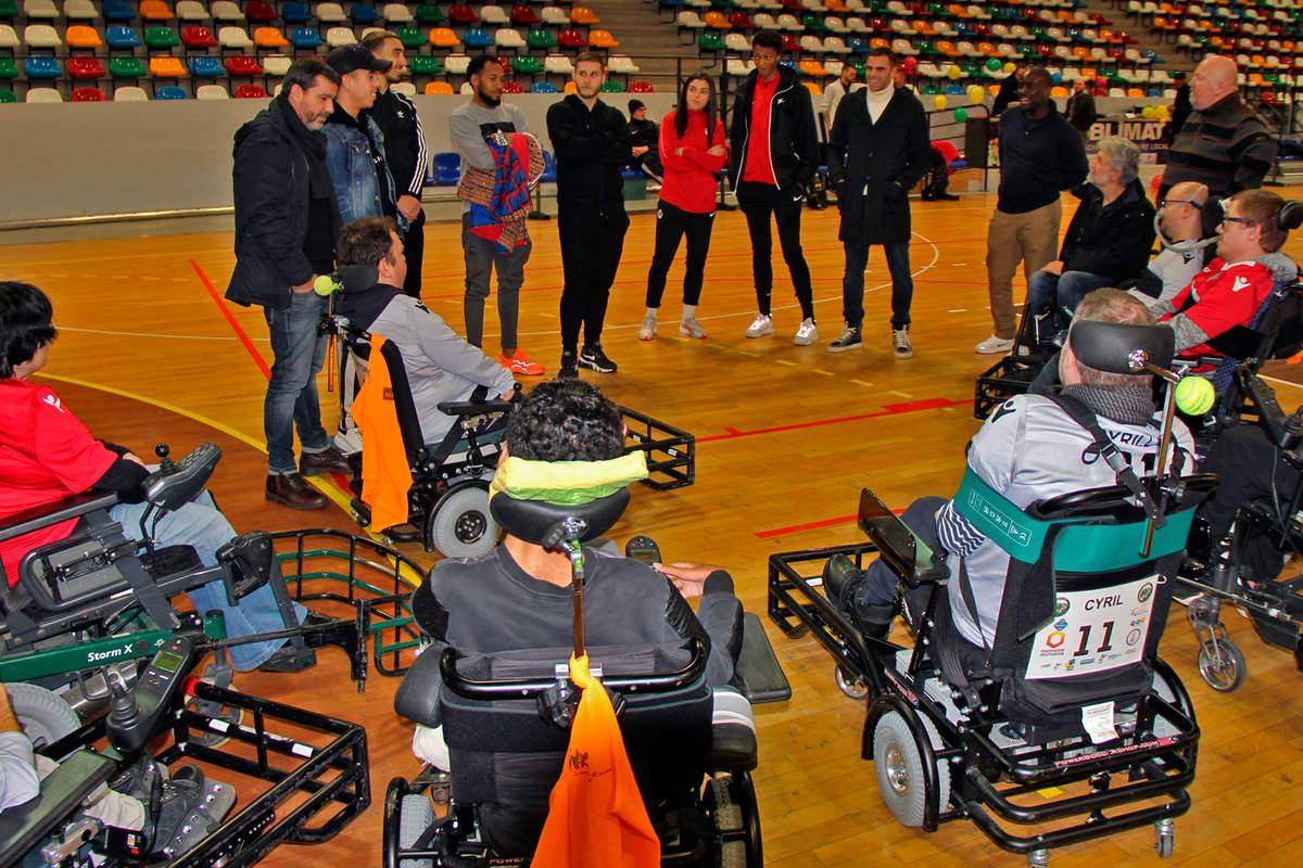 Une équipe mixte au foot fauteuil - Photo n°0