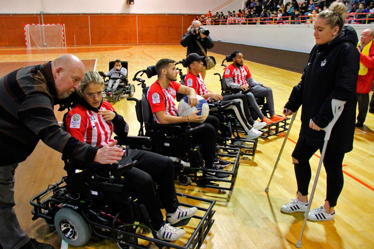 Une équipe mixte au foot fauteuil - Photo n°4
