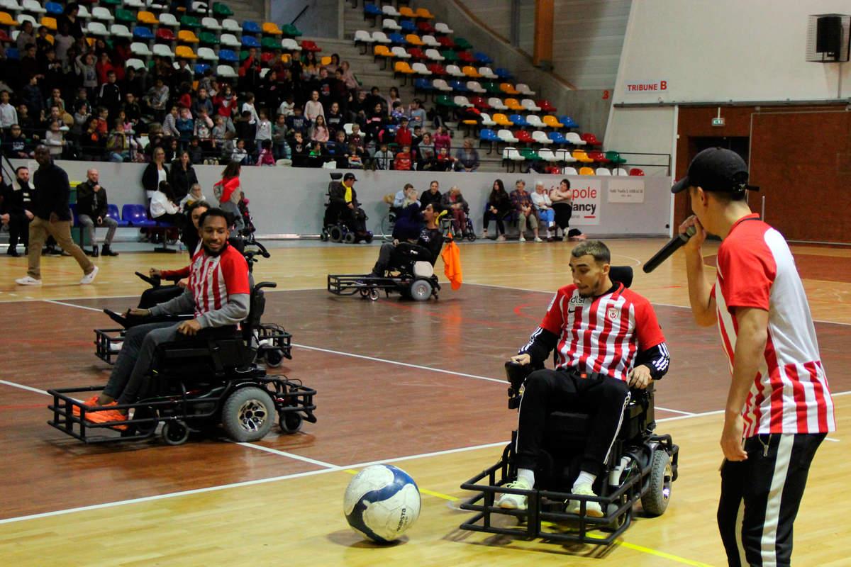 Une équipe mixte au foot fauteuil - Photo n°9