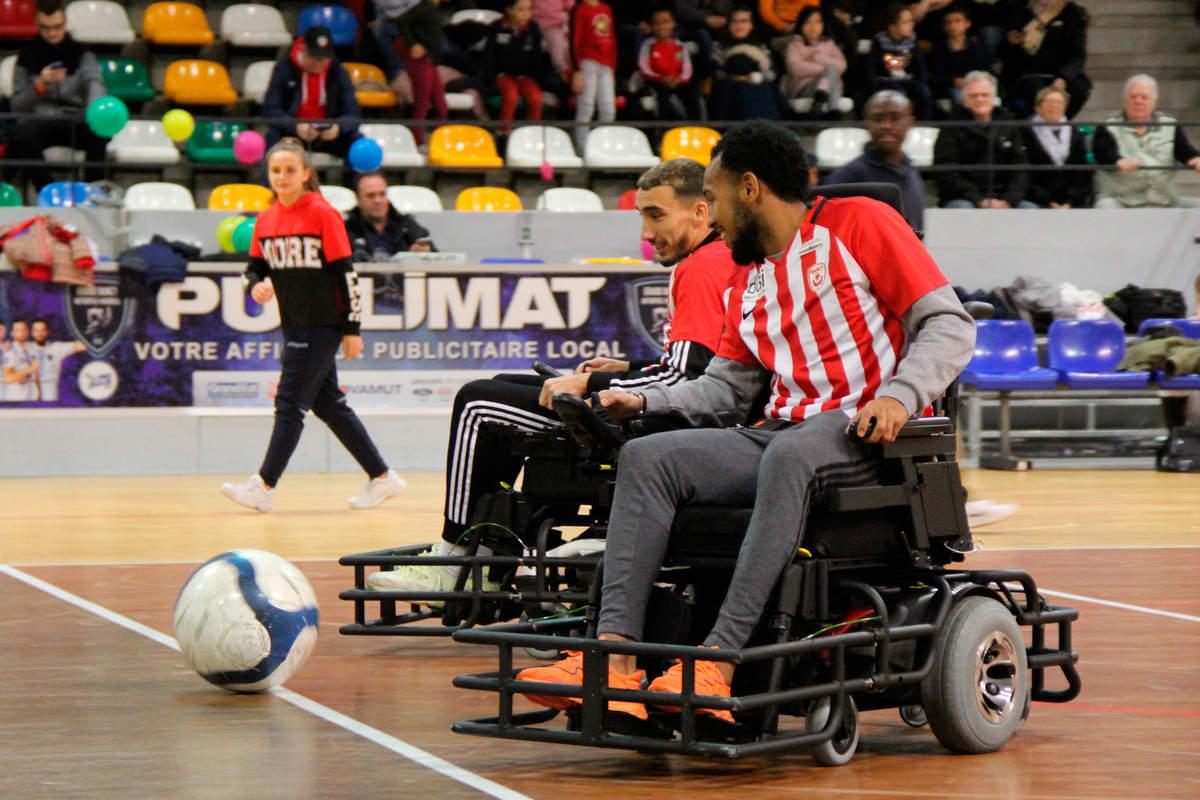 Une équipe mixte au foot fauteuil - Photo n°10