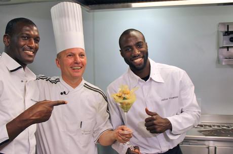 Deux joueurs en cuisine