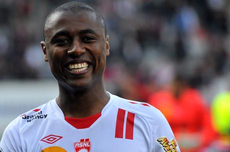 A. Luiz revient sur sa prolongation