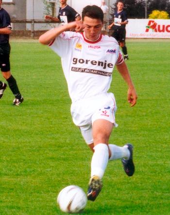 Défenseur de 2001 à 2004 (31 matchs, 1 but)