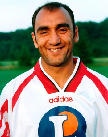 Attaquant de 1995 à 1997 (67 matchs, 11 buts)