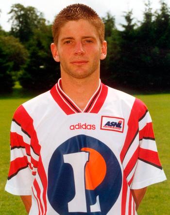 Attaquant de 1996 à 2001 (59 matchs, 12 buts)