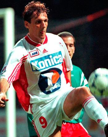 Attaquant de 1996 à 2000 (109 matchs, 44 buts)
