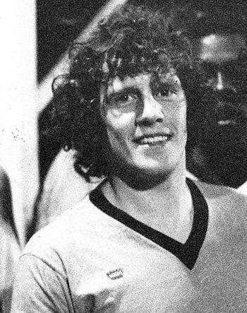 Milieu de 1971 à 1974 (44 matchs, 4 buts)