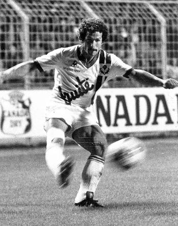 Défenseur de 1975 à 1982 (199 matchs, 4 buts)