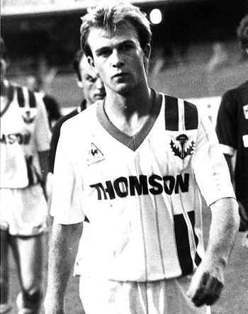 Milieu de 1986 à 1990 (48 matchs, 3 buts)