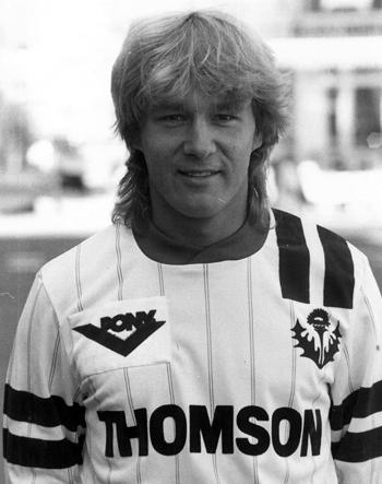 Milieu de 1986 à 1988 (63 matchs, 5 buts)
