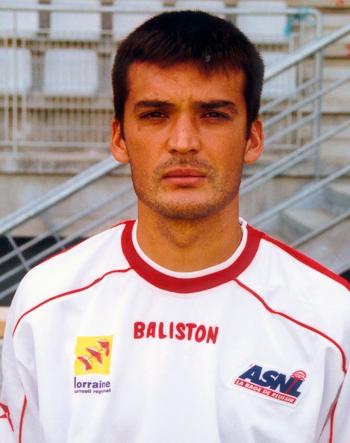 Défenseur de 1996 à 2003 (89 matchs, 2 buts)