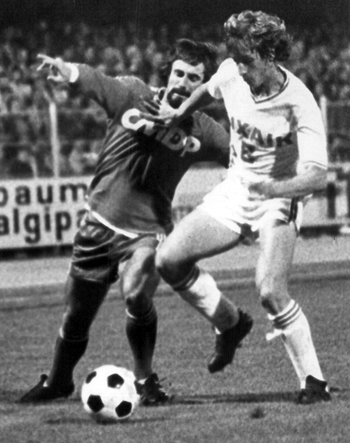 Milieu de 1975 à 1983 (299 matchs, 60 buts)