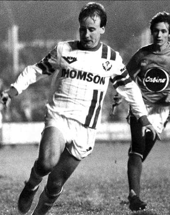 Attaquant de 1986 à 1991 (140 matchs, 56 buts)